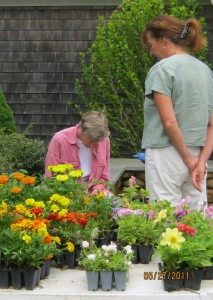 MASTER GARDENER, NANCY, ADVISES CUSTOMER.