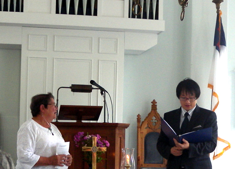 Pastor Seonmoon Ahn reads the service.